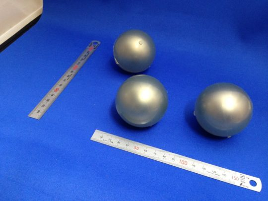 鉄球のウレタンゴムライニング