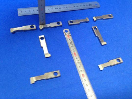 ロボットハンド・チャックの爪へのウレタンゴムライニング 硬度90度品