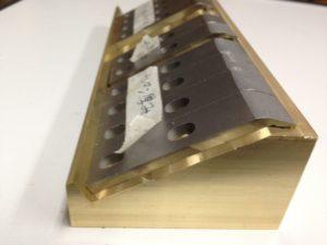 ロボットハンド・チャックの爪の為の注型治具(金型)を製作しました。 - ウレタンゴム加工