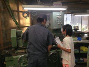先日、当社に可愛らしい可愛らしい工場見学者様がいらっしゃいました。 - ウレタンゴム加工
