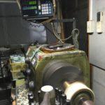 機械加工する機械は殆ど右利きの方が使いやすいようになってる。