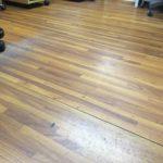3S活動の一環として床の拭き掃除もしてみました。