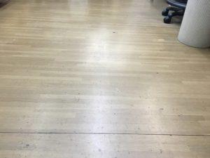 3S活動の一環として床の拭き掃除もしてみました。 - ウレタンゴム加工