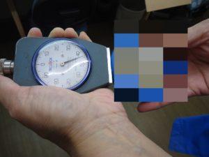 ウレタンの硬度を測定する。 - ウレタンゴム加工